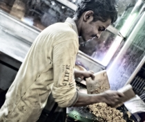 Askal making Kottu in Dambulla (delicious traditional Sri Lankan dish)