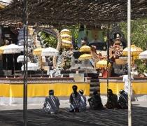 Family prayers, Melanting temple