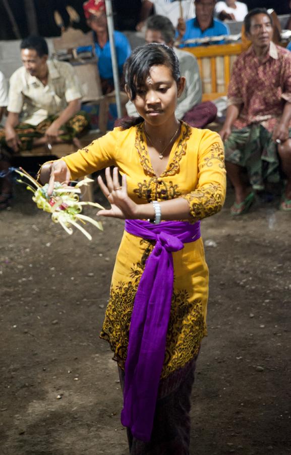 Marrianne, dancing the Dewa Ayu ('Kriss') trance spirit possession ritual
