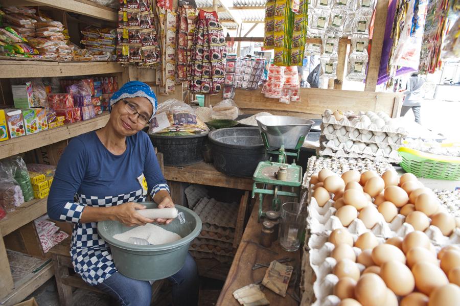 Hadjah Rhatma; Sayan Sayang market, Lombok