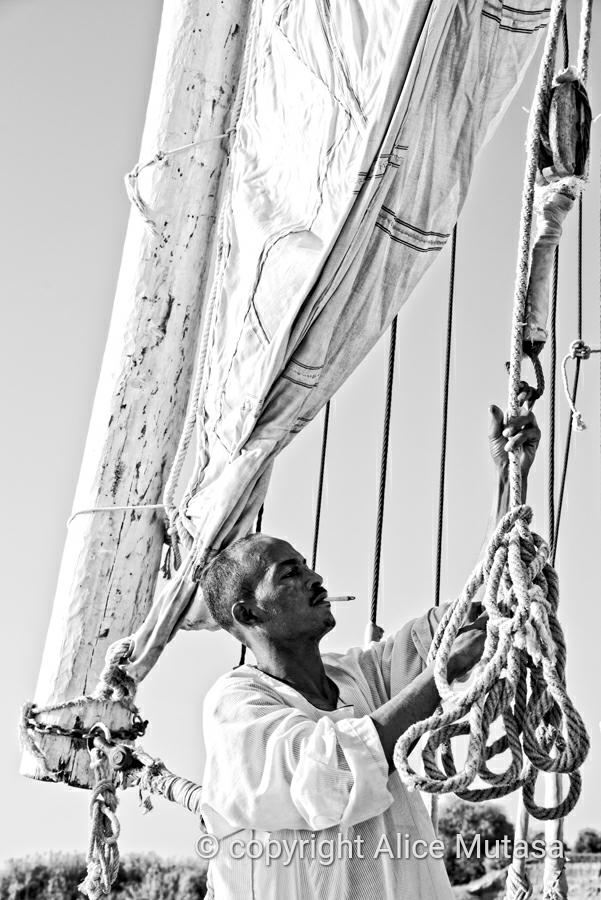 Nasser putting up the sail on the dahabiya