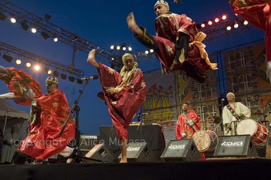 Maâlem Aziz Bakbou troupe