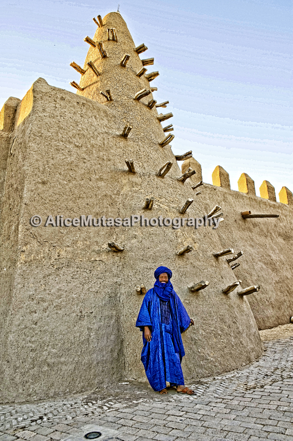 Mohamed, in front of Djingareyber Mosque, Timbuktu
