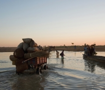 Djenne river crossing - after Monday market