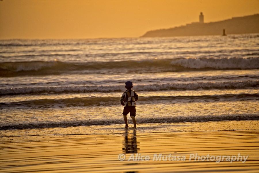 Sunset child on beach - Essaouira