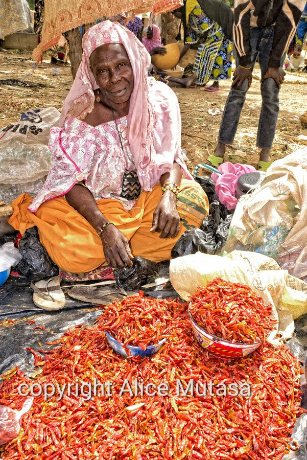 Biba - marchande de piment / Biba - chili seller, Boubon market