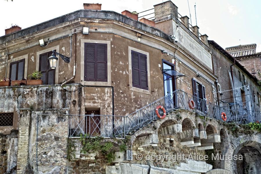 Lovely old police station on L'isola Tiberina