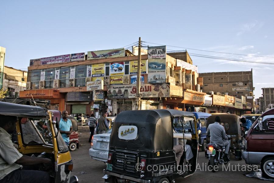 Crazy traffic around Omdurman suq