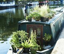 Beautiful houseboat, River Lee