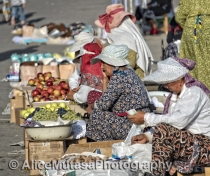 Women traders in Chorzu market, Tashkent